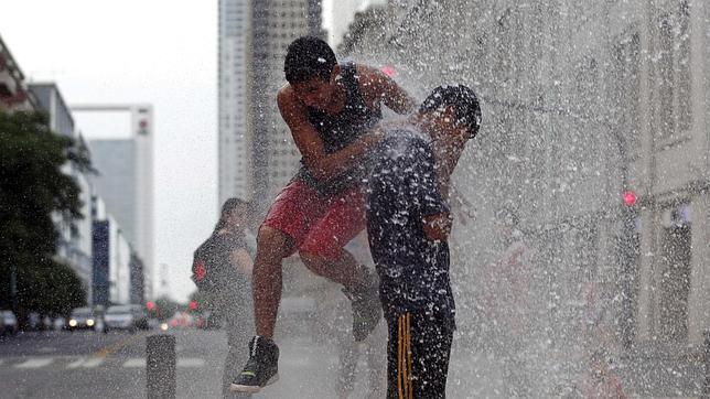 Los argentinos sufren estos días los estragos de las altas temperaturas