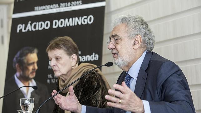 Imagen de Helga Schmidt junto a Plácido Domingo tomada el pasado mes de diciembre