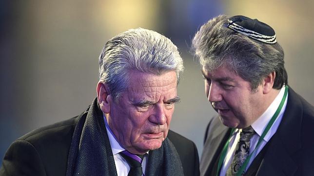 El presidente de Alemania, Joachim Gauck, llega al campo de concentración de Auschwitz-Birkenau