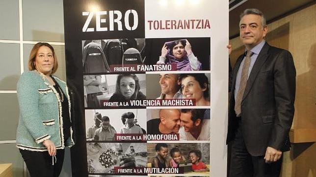 Presentación de la campaña contra los comportamientos fanáticos violentos o excluyentes en Álava