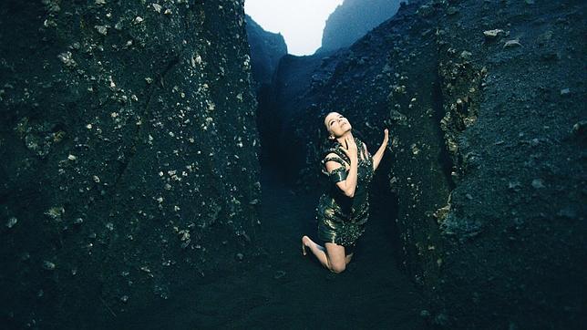 Imagen del vídeo de «Black Lake», perteneciente a su nuevo disco, «Vulnicura»