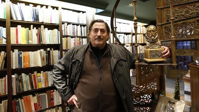 Miguel Miranda, dueño de la Librería Miranda frente a la iglesia de las Trinitarias