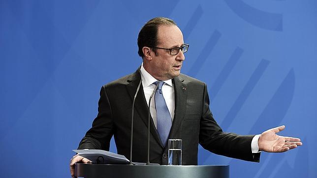 Hollande, en la rueda de prensa que siguió a su reunión con Angela Merkel