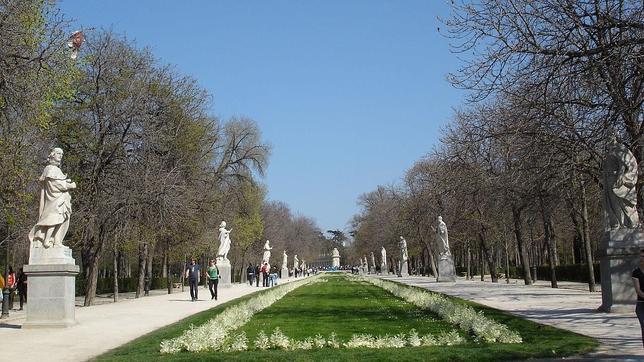 El paseo de Argentina, conocido como «el de las estatuas», en El Retiro, conserva algunos de los monarcas «desterrados»