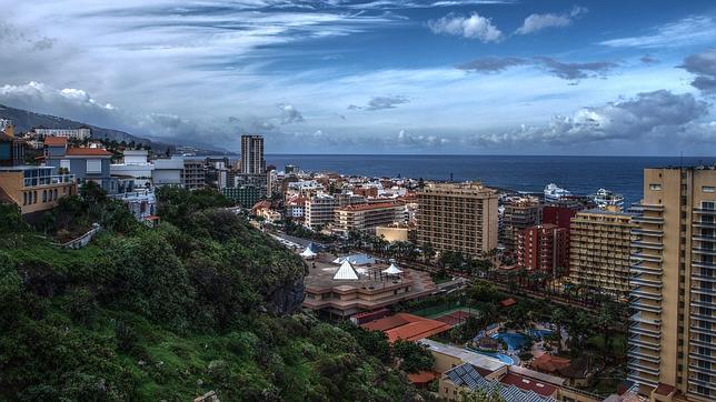 Panorámica de Puerto de la Cruz, el municipio con más densidad empresarial de Tenerife y su provincia