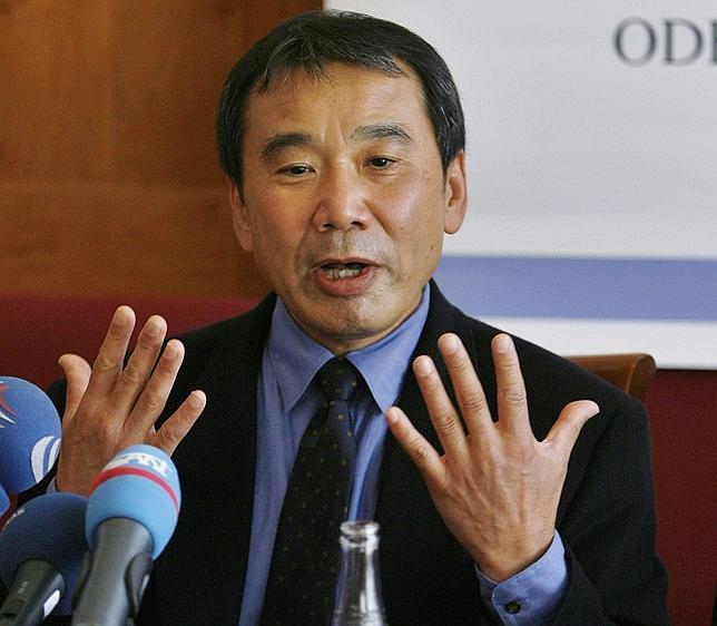 El escritor japonés Haruki Murakami, en una de sus escasas comparecencias ante la prensa