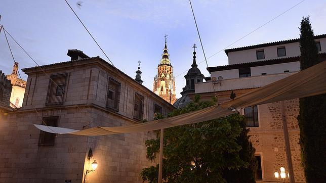 Los toldos ya cuelgan de la Plaza Mayor de Toledo