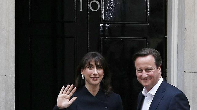 Cameron y su mujer este viernes por la mañana