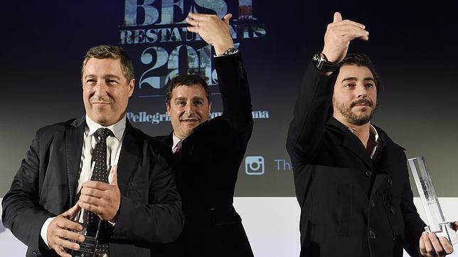Los hermanos Roca, de El Celler de Can Roca, en Londres, durante la ceremonia de entrega de los premios