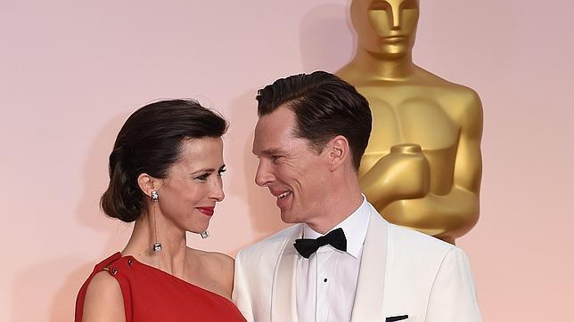 Benedict Cumberbatch y Sophie Hunter en los Premios Oscar de 2015