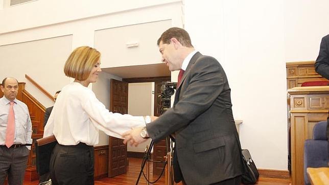 Cospedal felicita a García-Page tras ser investido presidente