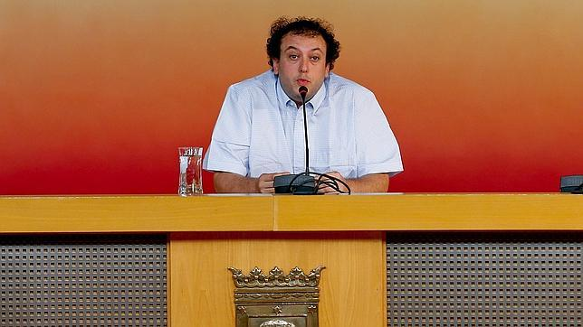 El concejal del Ayuntamiento de Madrid Guillermo Zapata durante su comparecencia