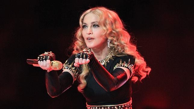 Madonna durante su presetación en la Super Bowl  en 2012
