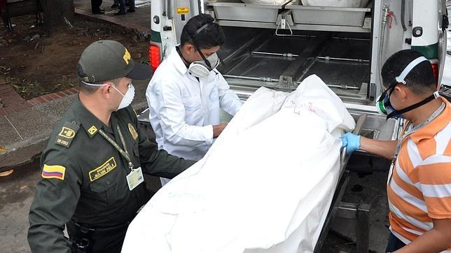 Uno de los cuerpos rescatados del accidente de avión
