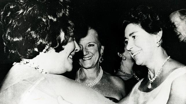 La princesa Margarita y la actriz Elizabeth Taylor en 1977