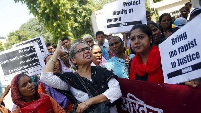 Portestas de activistas frente a la embajada de Arabia Saudía en Nueva Delhi.