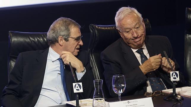 El presidente de Telefónica junto al ministro de Exteriores