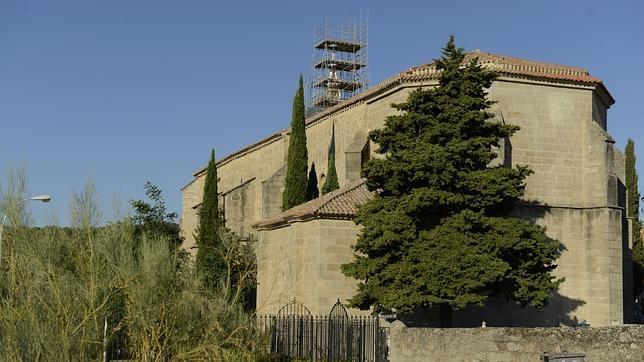La iglesia de Navalagamella durante la reforma