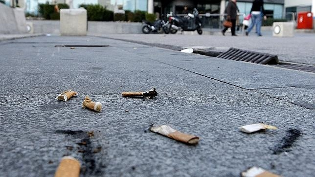 Esta escena, en las calles parisinas, será multada desde este 1 de octubre