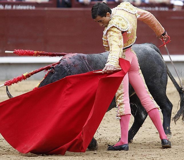 Paco Ureña se abandonó en naturales que entusiasmaron