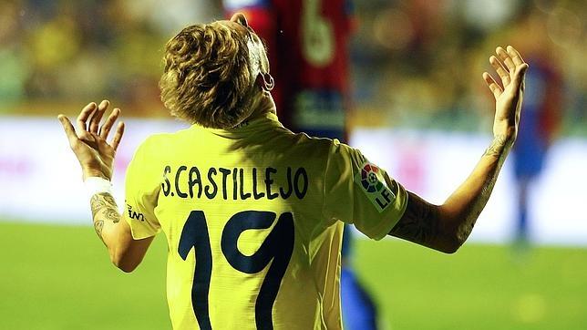 Castillejo, jugador del Villarreal, se lamenta