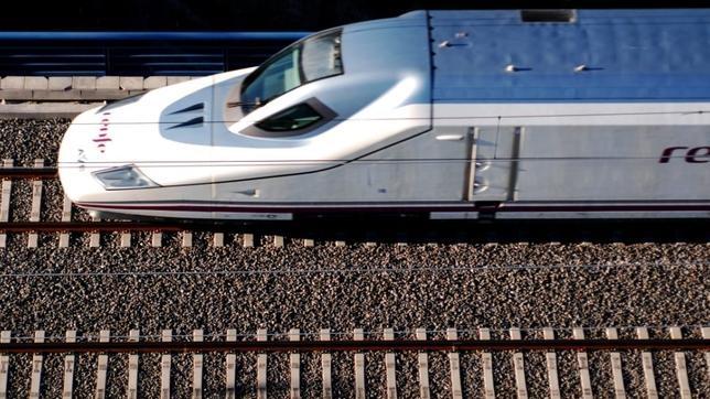 Se han visto afectados hasta un veintena de trenes y unos 7.000 usuarios. El servicio poco a poco se va restableciendo