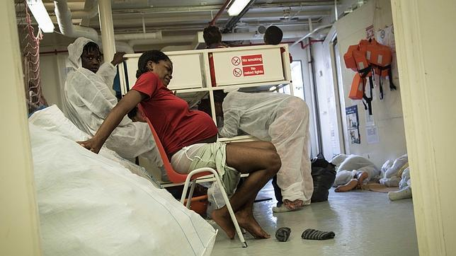 Collins momentos antes de dar a luz a bordo del barco de MSF