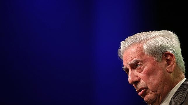 Vargas Llosa, durante la presentación de su anterior novela, «El héroe discreto»