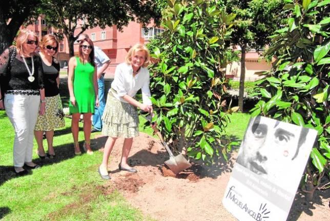 Un magnolio en recuerdo de Miguel Ángel Blanco