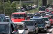 Los atascos en la carretera de Valencia protagonizaron la segunda fase de la operación salida de Semana Santa. Chema Barroso, Julián de Domingo