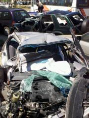 Estado de los tres coches implicados en el accidente ocurrido en la localidad sevillana de Guillena, donde murieron cuatro personas. Efe