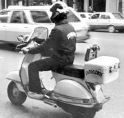 La mayoría de los mensajeros utiliza moto propia, y en ocasiones trucada. Archivo