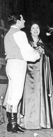 AFP La soprano, junto a Giuseppe Di Stefano en La Scala, en 1959