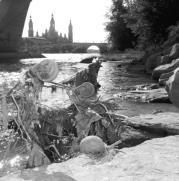 Cuanto mayor es la ciudad, mayor su efecto contaminante. En la imagen, el Ebro a su paso por Zaragoza. FABIÁN SIMÓN