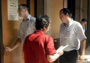 EFE  Santiago Royuela entra en la sala del tribunal detrás de otro acusado