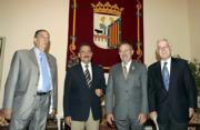 D. A.  Battaner junto a Lanzarote (izq.) y Víctor García de la Concha, director de la RAE