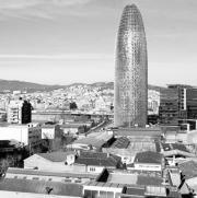 La imponente torre Agbar verá transformar las antiguas industrias del Poblenou