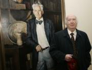 JAIME GARCIA  Pío Caro Baroja, ayer junto a un retrato de su hermano Julio