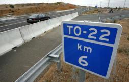 El acceso de Azucaica a la TO-22, acordado y ejecutado, sigue cerrado dos años después