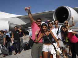 Los primeros turistas en llegar a Bangkok en una semana. /Reuters