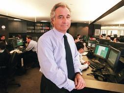 Bernard Madoff ha pasado de presidir el mercado del Nasdaq a estar acusado de una estafa histórica en EEUU. / Ap