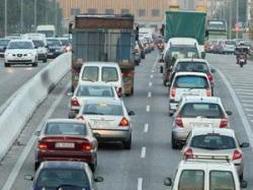 Las comunidades que celebran el lunes de Pascua sufren los principales problemas de tráfico./ EP