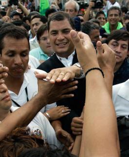 La crisis es el principal adversario político del reelegido presidente Rafael Correa