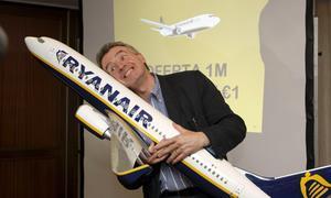 Ryanair venderá «cigarrillos sin humo» para sus viajeros fumadores