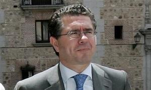 Granados cree que la solución de Caja Madrid no pasa por sancionar a Cobo
