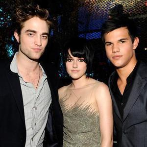 Pattinson, Lautner y Stewart dan las gracias a sus fans por «Twitter»