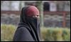 Una mujer con niqab pasea ayer en Lyon / AFP