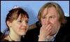 La actriz francesa Miss Ming bromea con el actor francés Gerard Depardieu /EFE