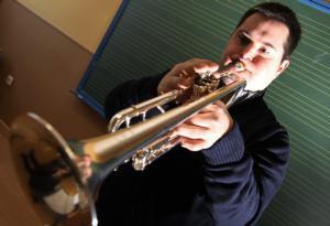 Superación a toque de trompeta