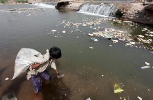 Cada 15 segundos muere un niño por falta de agua potable